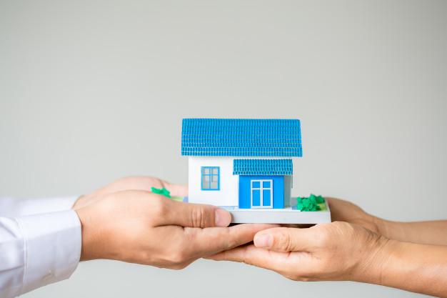 agente corredores bienes raices que presenta consulta cliente toma decisiones firmar acuerdo seguro 1150 15023